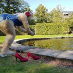 """Rote Schuhe unterwegs, Austellung """"Alltagsmenschen"""""""